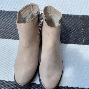 NEW (without tags) ankle boots